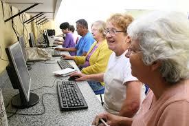 grupo de idosos na internet
