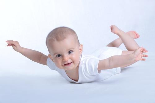bebe no aviào 2